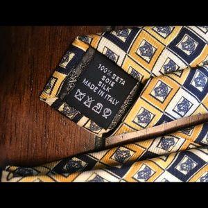 Versace Accessories - VINTAGE GIANNI VERSACE YELLOW/NAVY MEDUSA TIE